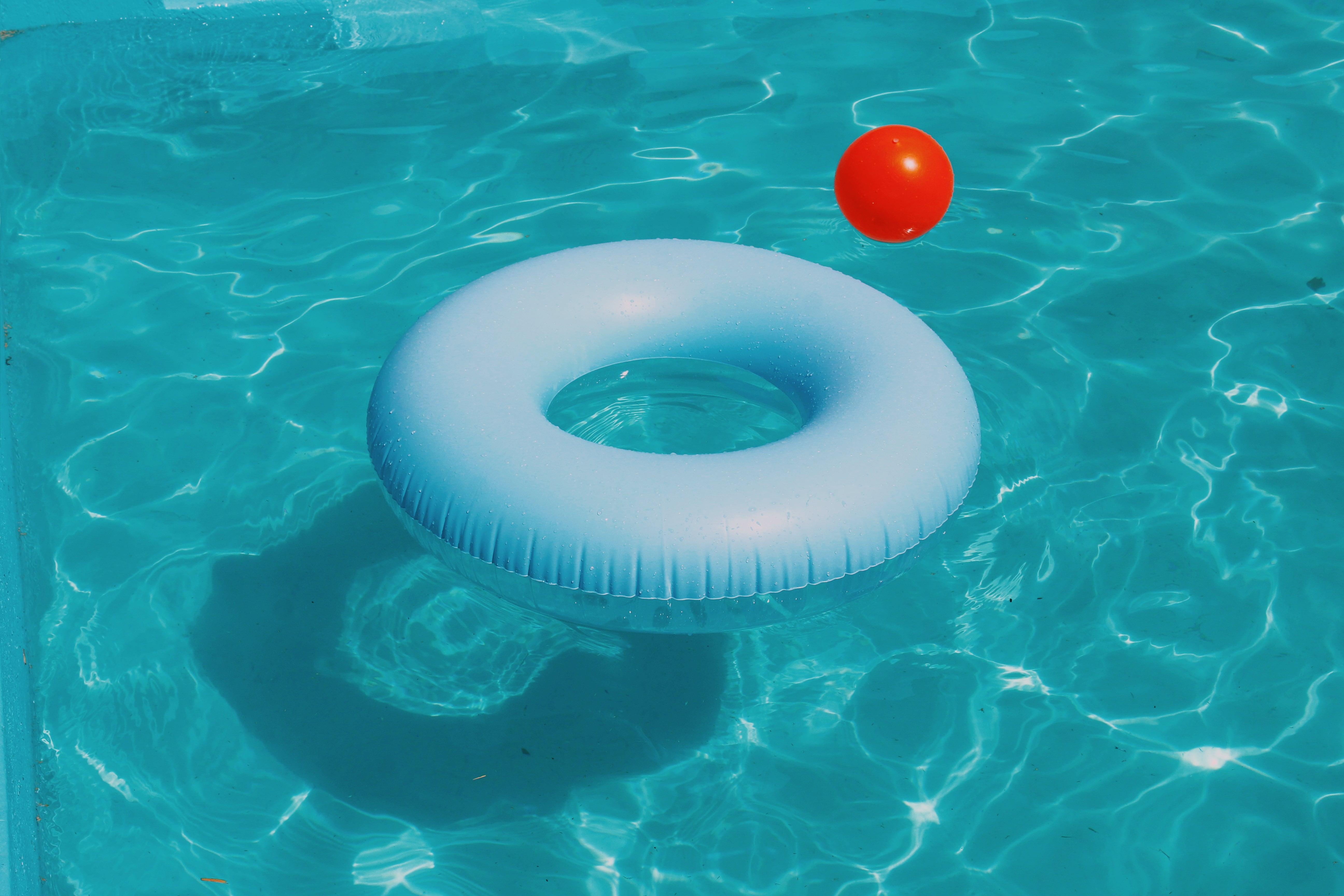 Changer le sable du filtre de piscine