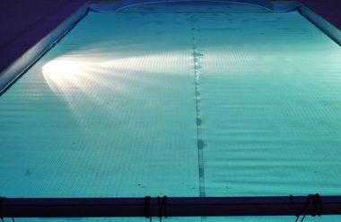 Bâche à bulles piscine de nuit