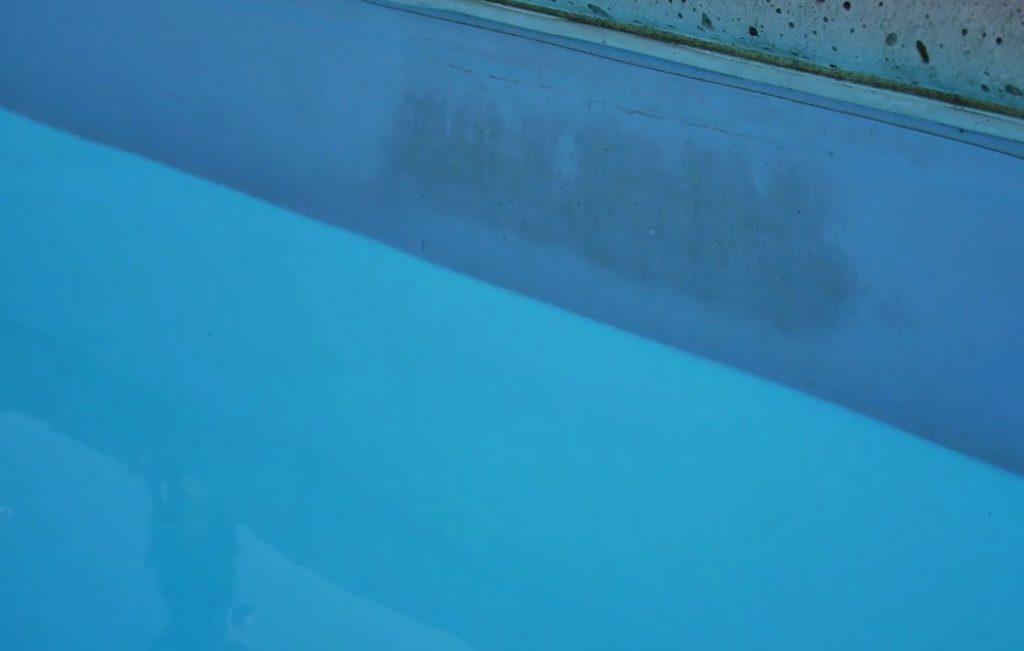 Nettoyage ligne d'eau piscine